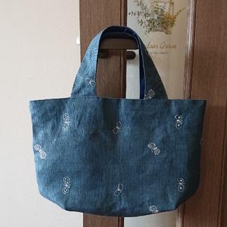 mina perhonen - ミナペルホネンchocho   ブルー/ホワイトたっぷり入るトートバッグ