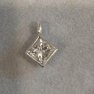 プリンセスカット ダイヤモンド ネックレストップ