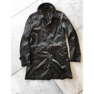 アッカ(acca)の絶妙な着丈が必ずお洒落に映える「アッカ948」キラキラ ナイロン地の春コート(ステンカラーコート)