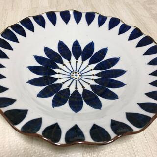 ハサミ(HASAMI)の新品 翔芳窯 ブルーフラワー 大皿 波 プレート 手描 8寸皿 有田焼 波佐見焼(食器)