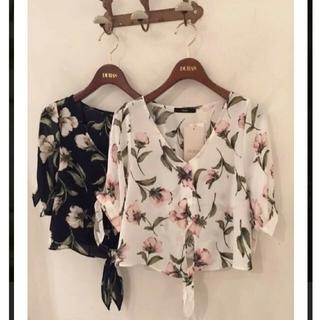 デュラス(DURAS)のDURAS フラワーシャツ 肩スリット(シャツ/ブラウス(半袖/袖なし))