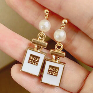 Dior - ⑥パール白香水瓶ピアス  Dior  ノベルティー CHANEL