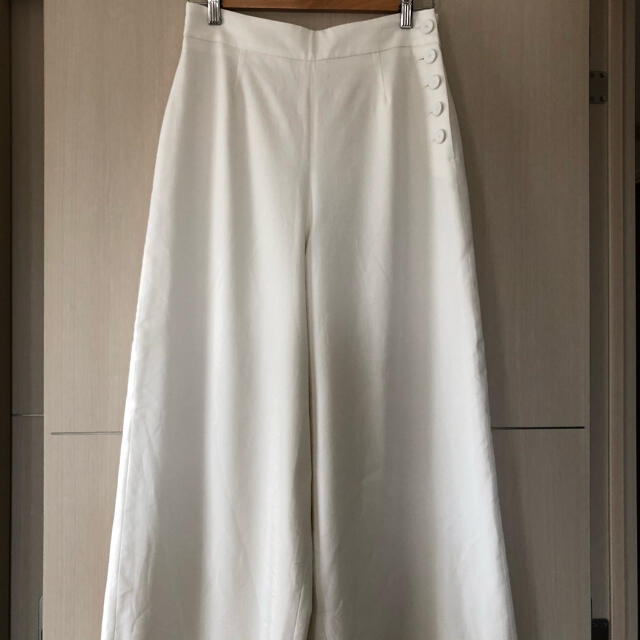 IENA(イエナ)のIENA クルミボタンセミワイドパンツ 40 レディースのパンツ(カジュアルパンツ)の商品写真