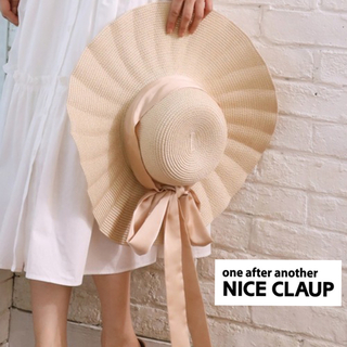 one after another NICE CLAUP - 新品☺︎NICECLAUP  ウェーブつば広ハット ベージュ リボン ハット