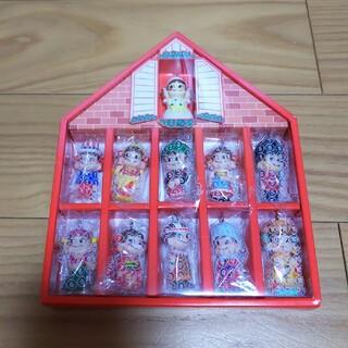 フジヤ(不二家)の不二家ミニミニペコちゃん第一段 世界のペコポコ人形 コレクションハウス(ノベルティグッズ)