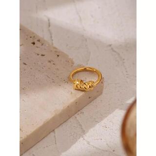 ザラ(ZARA)のgold Knot ring Ⅰ(リング(指輪))