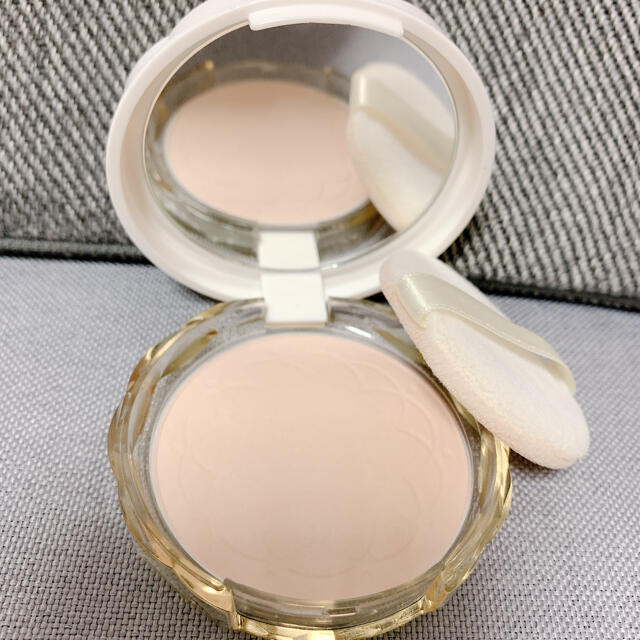 CEZANNE(セザンヌ化粧品)(セザンヌケショウヒン)のセザンヌ UVシルクカバーパウダー フェイスパウダー 01 コスメ/美容のベースメイク/化粧品(フェイスパウダー)の商品写真