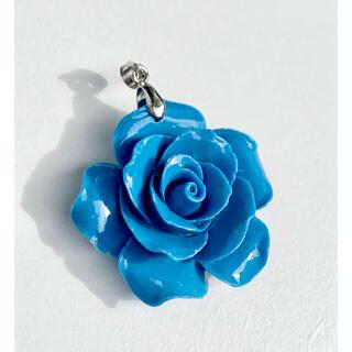 【珊瑚】青薔薇  ペンダントトップ  ネックレス  青バラ