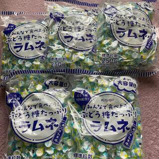 春日井製菓 みんなで食べようぶどう糖たっぷりラムネ 250粒(菓子/デザート)