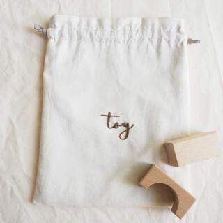 刺繍入りtoy巾着 刺繍巾着 toy巾着 チェックアンドストライプ (外出用品)