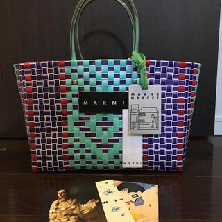 マルニ(Marni)のマルニ フラワーカフェ ジェイド ピクニックバッグ 編み込み トートバッグ(かごバッグ/ストローバッグ)