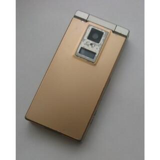 パナソニック(Panasonic)のdocomo ガラケー P704iu  カクテルゴールド(携帯電話本体)
