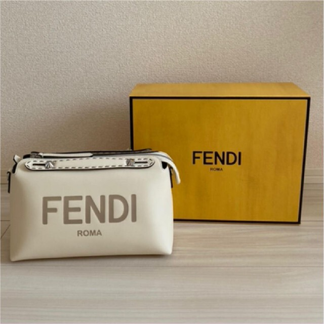FENDI(フェンディ)のFENDI バイザウェイ ホワイト レディースのバッグ(ショルダーバッグ)の商品写真