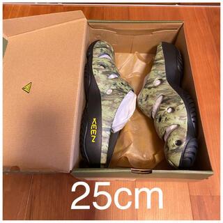 キーン(KEEN)の25cm 新品未使用 KEEN キーン ヨギ アーツ サンダル 迷彩 カモフラ柄(サンダル)