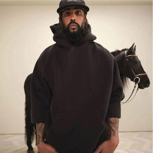 Essentials Black Hoodie M メンズのトップス(パーカー)の商品写真