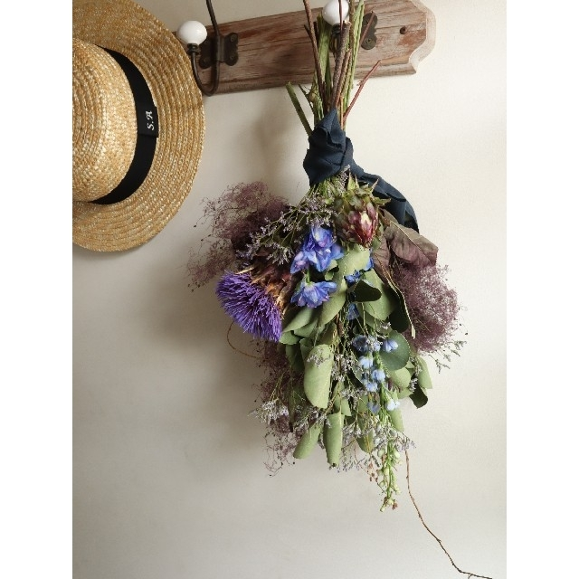 ポポラスとアーティチョークの夏スワッグ。ドライフラワースワッグ。スモークツリー ハンドメイドのフラワー/ガーデン(ドライフラワー)の商品写真