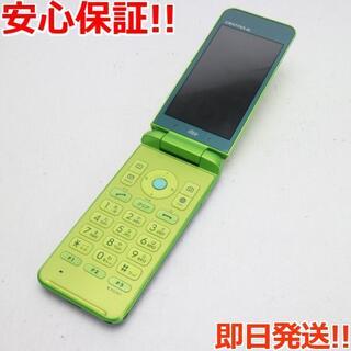キョウセラ(京セラ)の美品 au KYF31 GRATINA 4G グリーン (携帯電話本体)