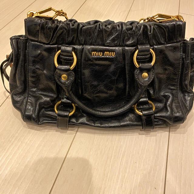 miumiu(ミュウミュウ)のmiumiu バッグ (正規品) レディースのバッグ(ショルダーバッグ)の商品写真