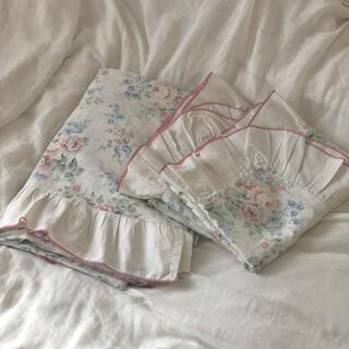 イギリスの花柄のヴィンテージ寝具セット