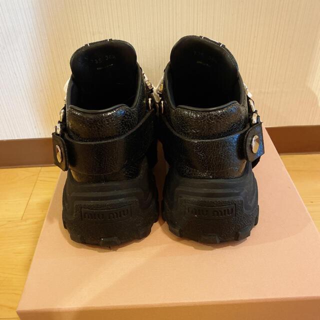 miumiu(ミュウミュウ)のmiumiu ビジュー ベルト付きスニーカー 36.5 レディースの靴/シューズ(スニーカー)の商品写真