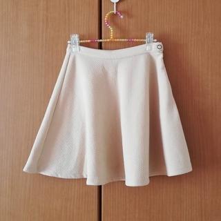 グローブ(grove)のピンクベージュのフレアスカート(ひざ丈スカート)