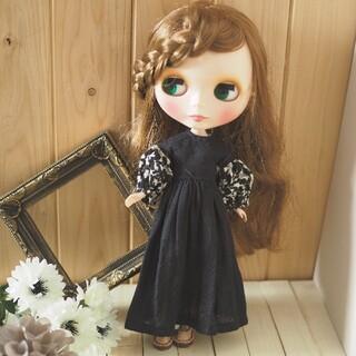 ブライスアウトフィット ボリューム袖ドレス(ブラック×フラワー)