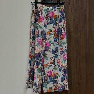 TOMORROWLAND - ソレイアードの花柄パンツ