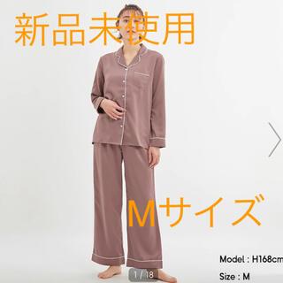 ジーユー(GU)のgu サテンパジャマ モカ 長袖 Mサイズ(パジャマ)