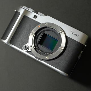 富士フイルム - (美品)FUJIFILM  X-A7ボディ SDカード付 富士フイルム