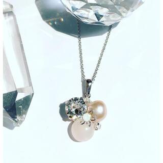 スワロフスキー(SWAROVSKI)の大粒【スワロフスキー】& 【天然石】 ローズクォーツ 宝石箱のようなネックレス (ネックレス)