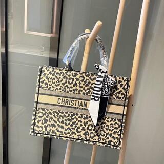 ディオール(Dior)の【新品】Christian Dior ヒョウ柄のトートバッグ(その他)