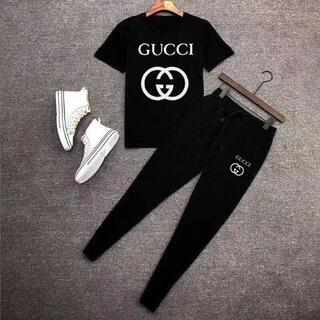 グッチ(Gucci)のトレンディでファッショナブルなメンズTシャツとパンツスーツ(Tシャツ/カットソー(半袖/袖なし))