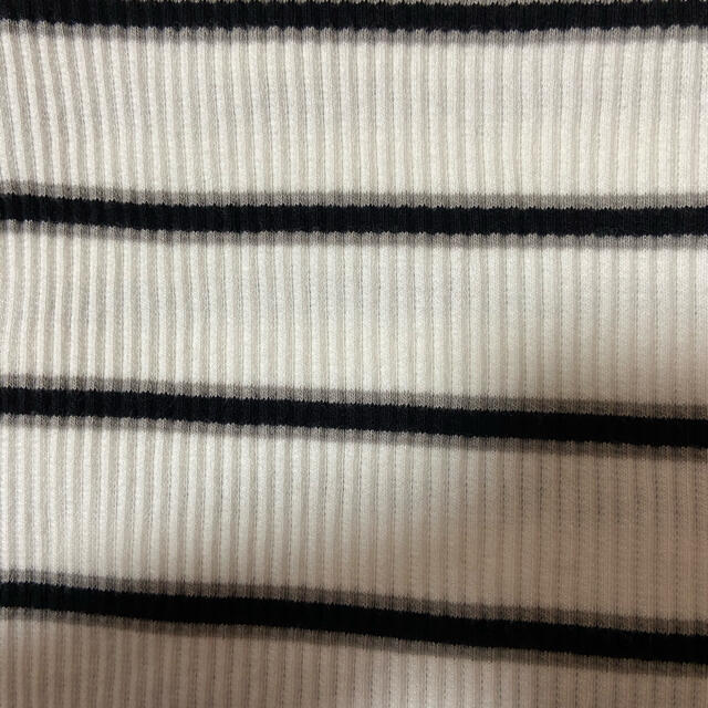 GU(ジーユー)のカットソー 7/15処分 レディースのトップス(Tシャツ(半袖/袖なし))の商品写真