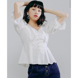 Lily Brown - ほぼ未使用 リリーブラウン♡タックデザインコットンブラウス