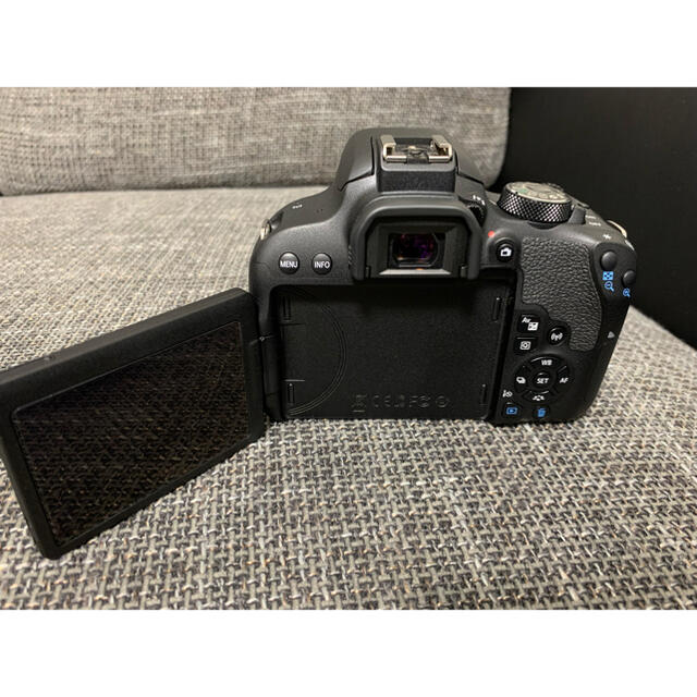 Canon(キヤノン)のCanon EOS KISS X9i Wズームキット フード,フィルター付 スマホ/家電/カメラのカメラ(デジタル一眼)の商品写真
