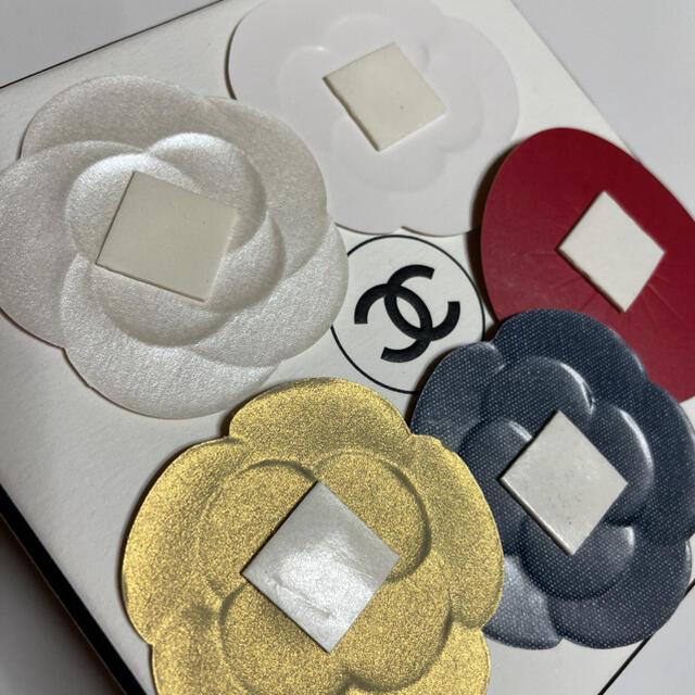 CHANEL(シャネル)のお試し/シャネルカメリアステッカー★☆5種類×各1枚 合計5枚 インテリア/住まい/日用品のオフィス用品(ラッピング/包装)の商品写真