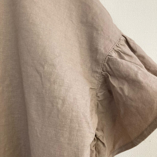 Mila Owen(ミラオーウェン)の★ミラオーウェン★リネンレーヨン袖フリルブラウス ベージュ レディースのトップス(シャツ/ブラウス(半袖/袖なし))の商品写真
