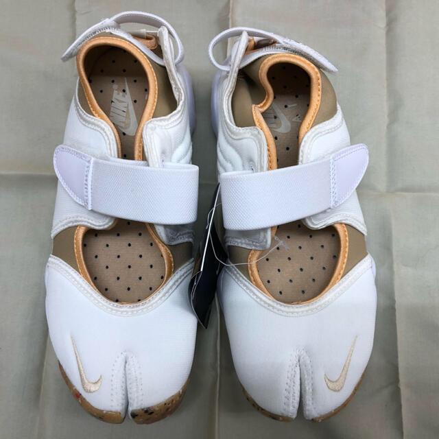 NIKE(ナイキ)のNIKE ナイキ エアリフト2021年6月発売 ホワイト 24㎝ 新品未使用 レディースの靴/シューズ(スニーカー)の商品写真