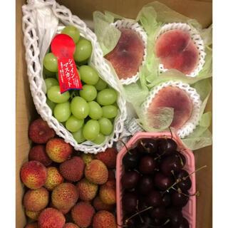 栃木産 シャインマスカット、和歌山産桃、生ライチ、さくらんぼ(フルーツ)