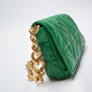 ZARAグリーンゴールドのチェーンショルダーバッグ