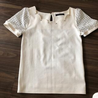 イング(INGNI)のINGNI オフホワイト トップス(カットソー(半袖/袖なし))