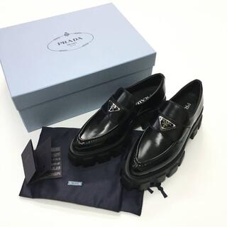 プラダ(PRADA)の新品 PRADA モノリス ロゴ ブラッシュドレザー ローファー(ローファー/革靴)