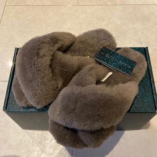 エミュー(EMU)のサクサクさん専用EMU ファーサンダル チャコール 新品未使用(サンダル)