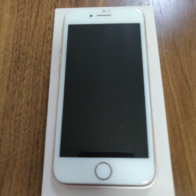 Apple(アップル)のiPhone 8 Gold シムフリー済み スマホ/家電/カメラのスマートフォン/携帯電話(スマートフォン本体)の商品写真