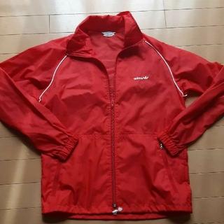 アディダス(adidas)のアディダスadidas赤ウィンドブレーカーナイロンジャケットSサイズ(ナイロンジャケット)