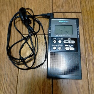 トウシバ(東芝)の東芝 TV音声 FM AMラジオ TY−TPR1(ポータブルプレーヤー)