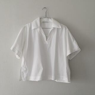 アクネ(ACNE)のacne studios 白いスキッパーシャツ(シャツ/ブラウス(半袖/袖なし))