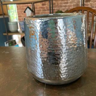 シルバーな陶器鉢(プランター)