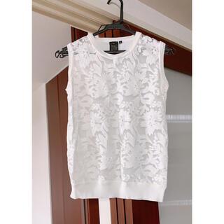 ダブルスタンダードクロージング(DOUBLE STANDARD CLOTHING)の美品ダブルスタンダードクロージング白の刺繍ノースリーブカットソー36(カットソー(半袖/袖なし))