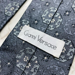ジャンニヴェルサーチ(Gianni Versace)の即購入OK!3本選んで1本無料!ヴェルサーチ Versace ネクタイ 6570(ネクタイ)